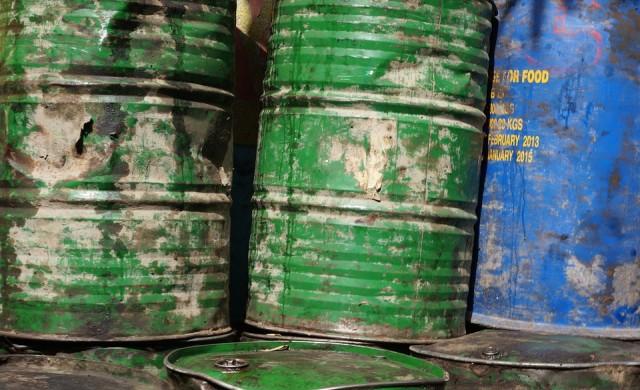 Петролът скочи след нападения срещу нефтени съоръжения край Рияд