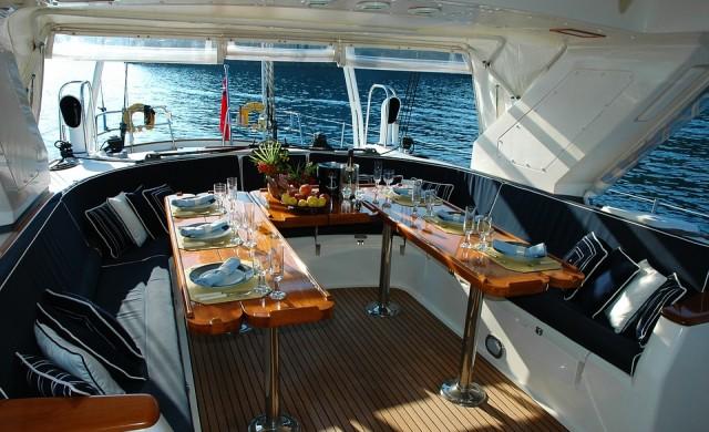 Искате ли да ви плащат, за да тествате разкошни яхти?