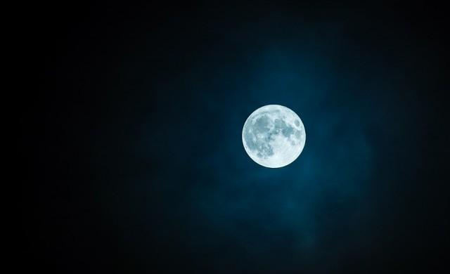 Луната остарява - сбръчква се и се смалява. Ето защо
