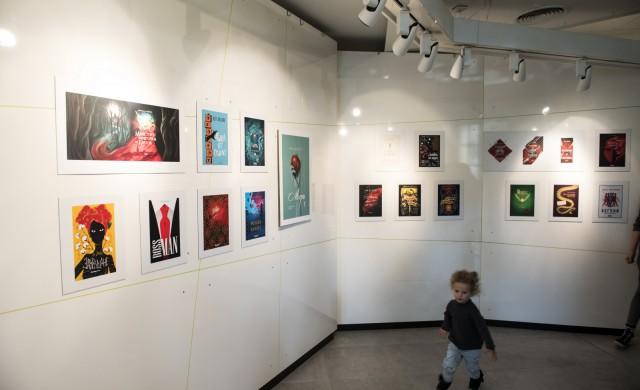 Изложба на авторски корици от Kontur Creative в салон БНП Париба