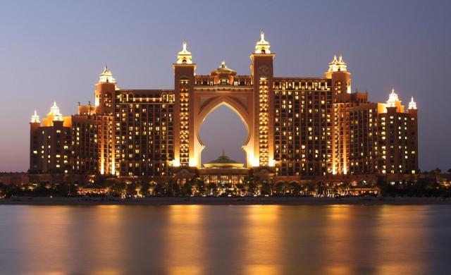 Аквапарк в Дубай изгражда нова 34-метрова кула с 12 пързалки
