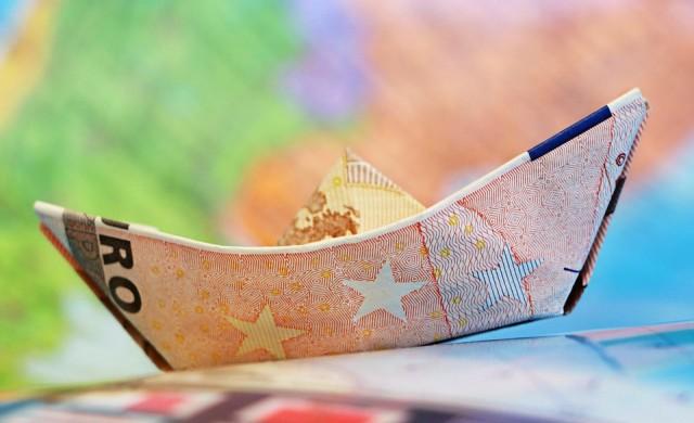Еврото запазва позиции след фрагментирания евровот