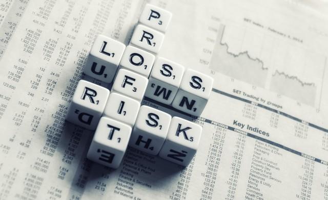 Понижения при акциите и ръст на лихвите по облигациите