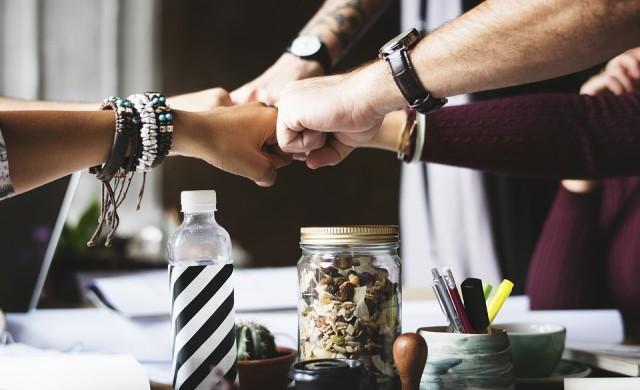 8 правила, които да спазвате, когато работите с приятелите си