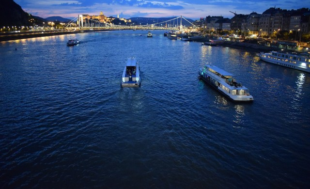 Туристически кораб с южнокорейци потъна в река Дунав