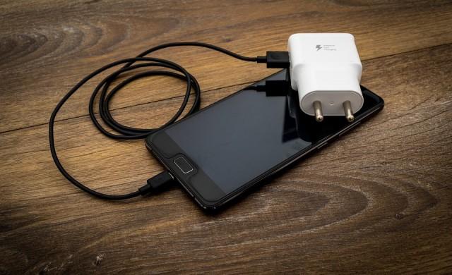 Рекордно бърза технология за зареждане на смартфони