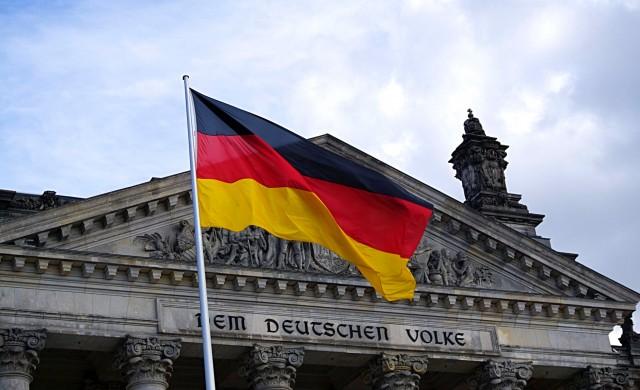 Германия отваря всички магазини и училища от този месец