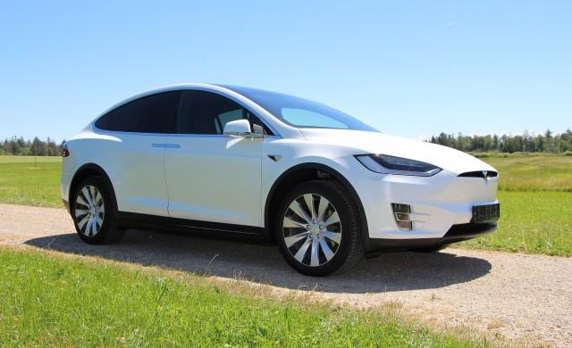 Tesla отваря завода си в Калифорния - въпреки забраните