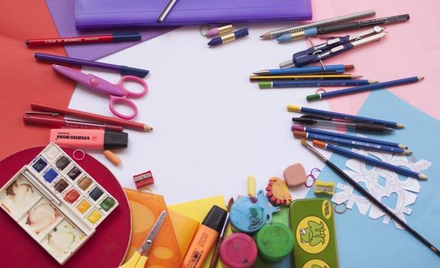 МОН пита родители и учители: Как да се отворят детските градини?