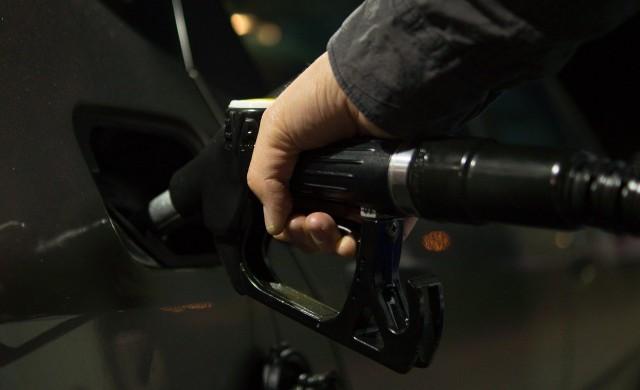 Горанов: Цените на горивата могат да паднат с 50-60 ст. на литър