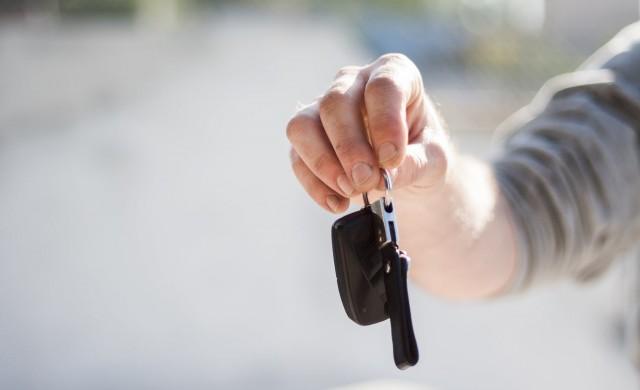 Продажбите на нови автомобили в Европа падат със 76.3% през април