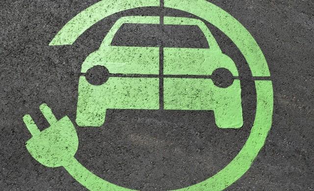 Продажбите на електромобили ще пострадат по-слабо от обикновените