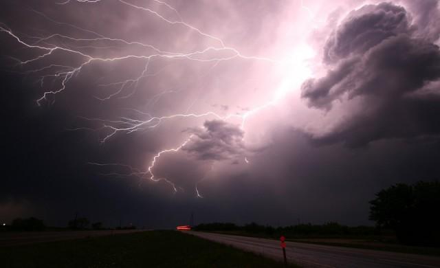 Силна буря наводни Солун (снимки)