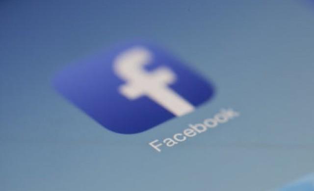 Съд нареди на баба да изтрие снимки на внуците си от Facebook