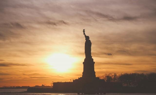 В САЩ започва постепенно вдигане на карантината