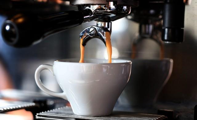 Да си купя кафе, или да спестя парите?