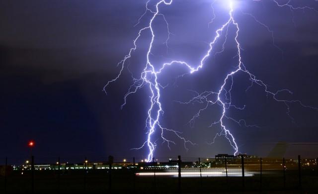 Как да защитим ефективно електроуредите от гръмотевичните бури?
