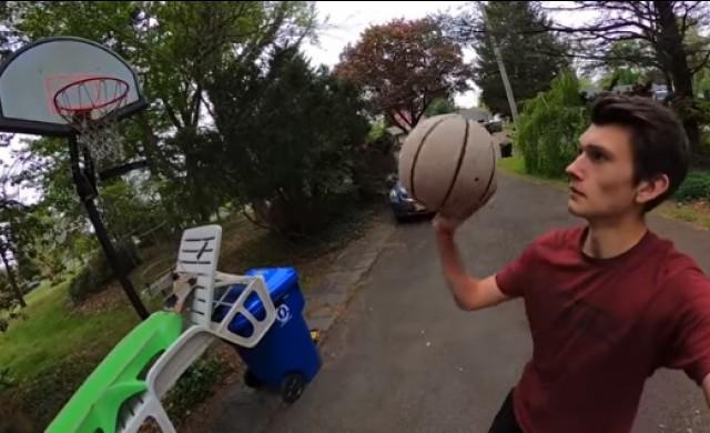 YouTubе-ър изпълни сложен баскетболен трик от 70 стъпки (видео)