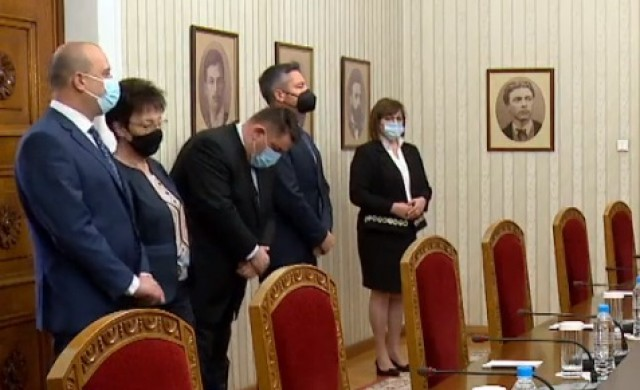 Румен Радев връчва последния мандат за съставяне на правителство на БСП