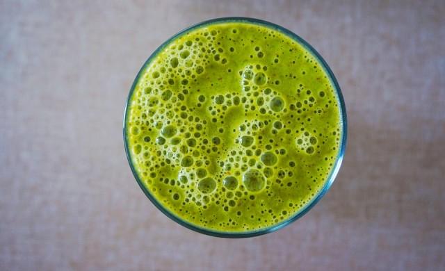 Полезна ли е водата с хлорофил - новата звезда в здравословното хранене?