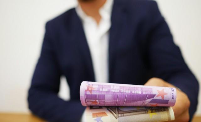 Мъжете в технологичния сектор поулучават с 3% по-високи заплати от жените