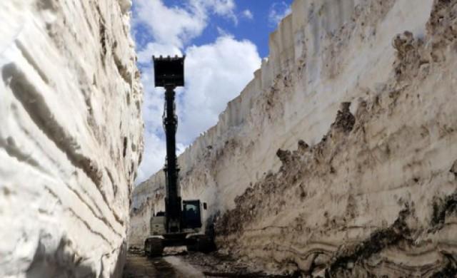 Части от Турция остават затрупани от 8-метров сняг в края на май