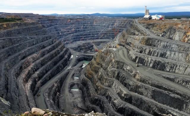 Учени: Въглеродната неутралност няма да е възможна без повече мини