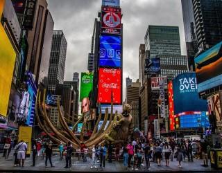 Туристите в Ню Йорк вече могат да се ваксинират на Таймс Скуеър