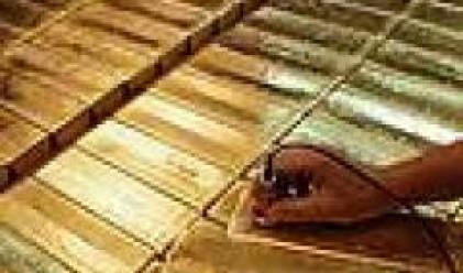 Златото и среброто поевтиняват в резултат на поскъпването на долара
