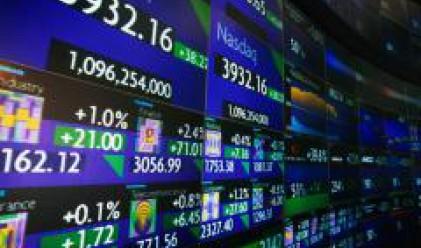 Банкови уволнения и слаби икономически данни понижиха щатските индекси