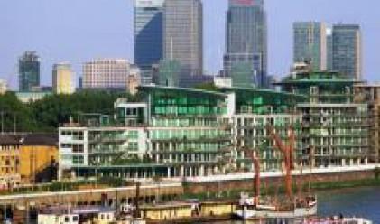 Свободните работни места в лондонските финансови компании намаляват със 17% през май