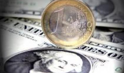Разнопосочни новини от САЩ водят до неяснота около долара
