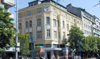 Новият вид на витрините на София: For Rent