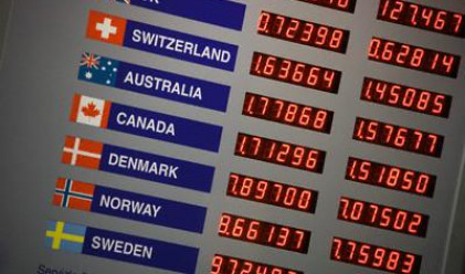 Доларът поевтиня след добри макроикономически данни от САЩ