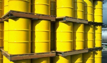 Петролът с лек ръст, въпреки по-добрите запаси