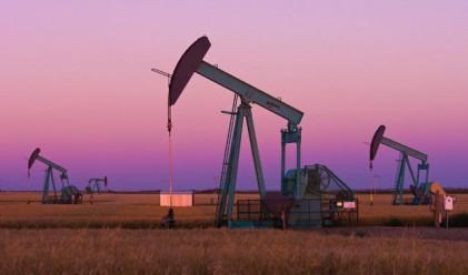 Петролът поевтиня сериозно в петък