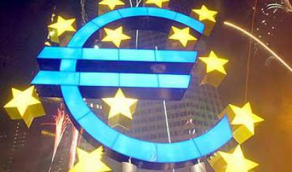 Еврото с първи седмичен спад от близо месец