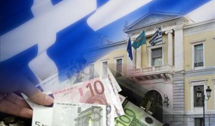 Централните банки от Токио до Лондон се готвят за лош обрат в Гърция