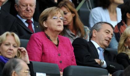 Меркел ще присъства на четвъртфинала между Германия и Гърция