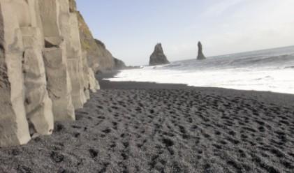 Десет плажа с черни пясъци