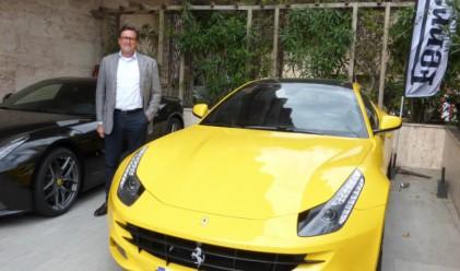 Той купува луксозни коли и ги продава на двойна цена