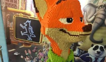 Хлапе унищожи за секунди фигура от Lego, сглобявана три дни