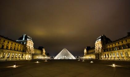 Евакуират творби на изкуството от Лувъра заради наводненията