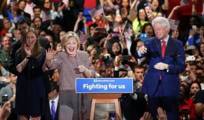 Хилари Клинтън със сериозни критики заради палто за 12 495 долара