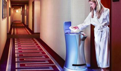 Вижте реакцията на гостите при вида на този робот-камериерка