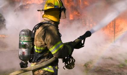 Гърция и Великобритания гасят огромни пожари в Кипър