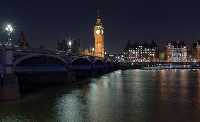 Терор в Лондон: Ван помете пешеходци, има и намушкани с нож