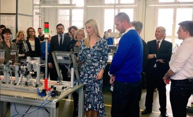 Реалността да работиш във фабрика за дрехи на Иванка Тръмп
