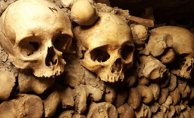 Да се изгубиш в катакомбите на Париж