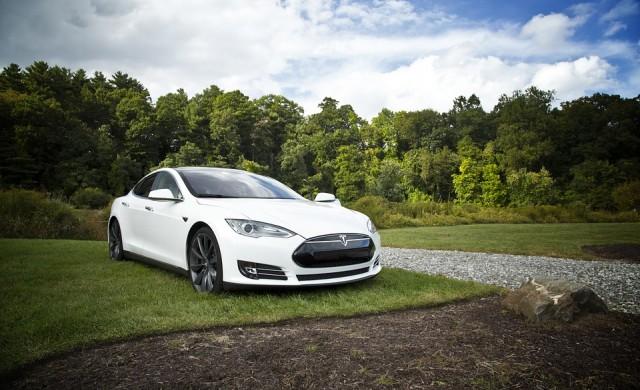 Пътят, който зарежда електрическите автомобили, докато се движат